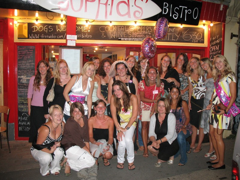 Bedford Hen Night Limo Hire